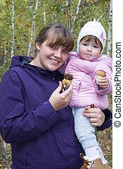 わずかしか, 娘, mushrooms., 森林, 保有物, 母