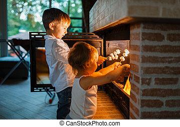 わずかしか, 子供, はり付く, ソーセージ, 揚がること, 暖炉