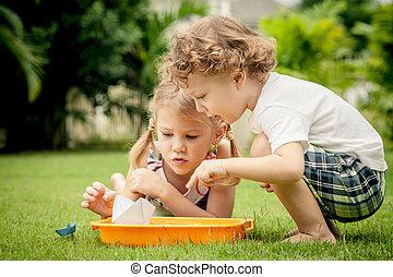 わずかしか, 子供, 庭, 2, 遊び, 幸せ