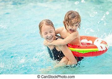 わずかしか, 子供, 2, プール, 遊び