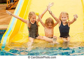 わずかしか, 子供, 3, プールを すること, 水泳