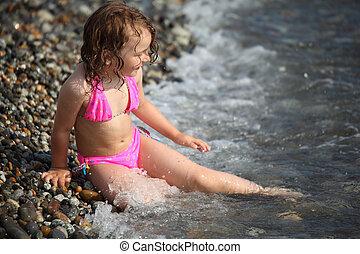 わずかしか, 座る, 女の子, 陸上, 波