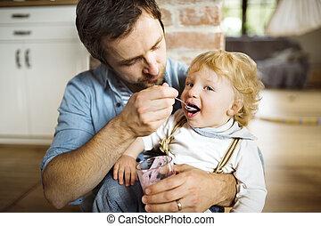 わずかしか, 彼の, 父, 若い, 息子, yoghurt., 供給, 家