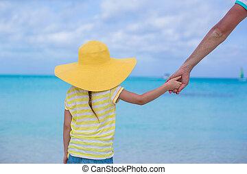わずかしか, 彼女, 父, の上, 手の 保有物, 終わり, 女の子, 浜