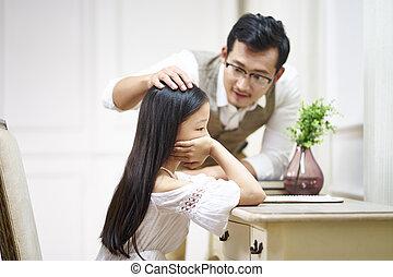 わずかしか, 快適さ, 父, 悲しい, アジアの少女, 得る