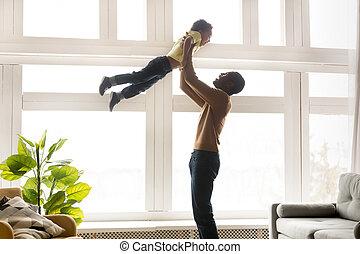 わずかしか, 父, の上, 息子, アフリカ, 空気, 持ち上がること, 幸せ