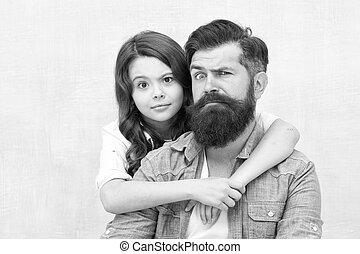 わずかしか, 父, バックグラウンド。, 灰色, best., 女の子, 持つこと, あごひげを生やしている, grimacing, 小さい, 楽しみ, 抱き合う, 一緒に。, friend., 子供, 私, 娘