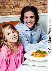 わずかしか, 父, 女の子, 彼女, レストラン