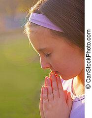 わずかしか, 祈ること, 女の子