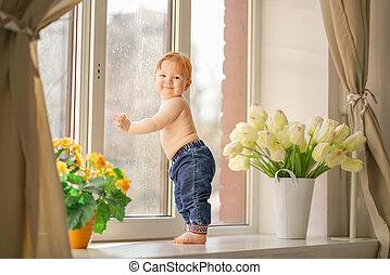 わずかしか, 窓。, 顔つき, 男の子
