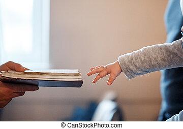 わずかしか, 聖書, 手, 彼の, 子供, 引き