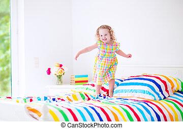 わずかしか, 跳躍, 女の子, ベッド