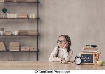 わずかしか, 退屈させられた, 女の子, 机