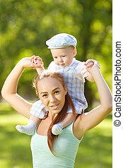 わずかしか, swee, 夏, 赤ん坊, 母, grass., かわいい, 公園