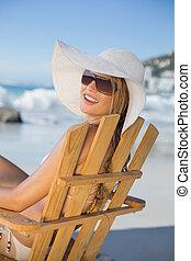 わら, 弛緩, 微笑, 椅子, 浜, デッキ, 帽子, 女