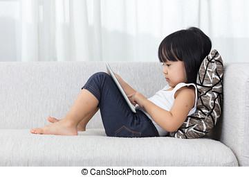 アジア人, 中国語, 女の子, あること, ソファーで, ∥で∥, タブレット