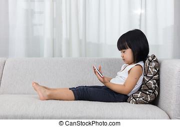 アジア人, 中国語, 女の子, あること, ソファーで, ∥で∥, 電話