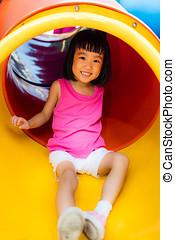 アジア人, 中国語, 女の子, 滑っている, ∥において∥, 運動場