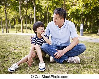 アジア人, 父 と 息子, 持つこと, a, 会話