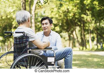 アジア人, 父, 話し, 成人, 息子