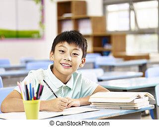 アジア人, 男生徒, 勉強, 中に, 教室