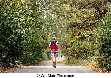 アスファルト, ランナー, 運動選手, 走っている男性, 道