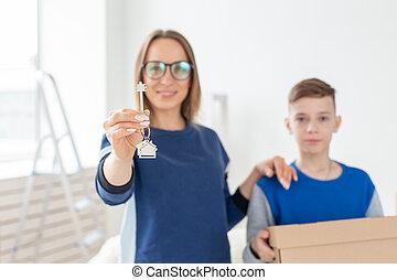 アパート, housewarming., お母さん, 抵当, キー, family., 後で, 若い, 息子, 見る, ...