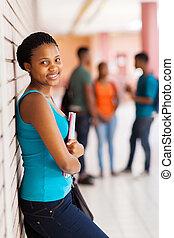 アフリカの女性, 学生, 壁に対しての傾倒
