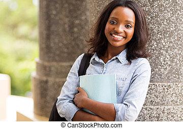 アフリカの アメリカ人, 大学学生, カメラを見る
