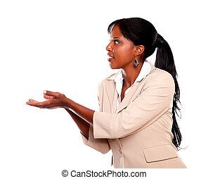 アフリカアメリカの 女性, 彼女, 若い見ること, 左