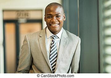 アフリカ, ビジネス エグゼクティブ, カメラを見る