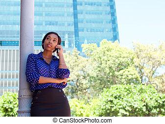 アフリカ, ビジネス 女, 呼出し, によって, 移動式 電話