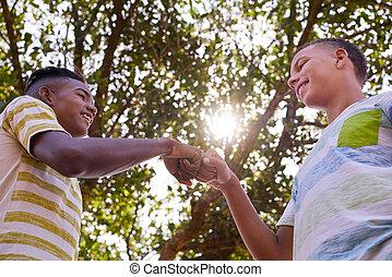 アフリカ, 人種差別, に対して, 男の子, 手, コーカサス人, 参加する