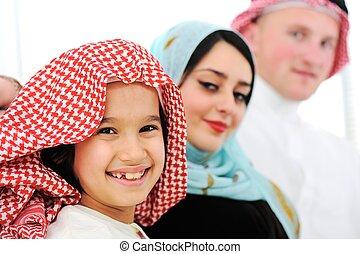 アラビア, 幸せな家族, 家で