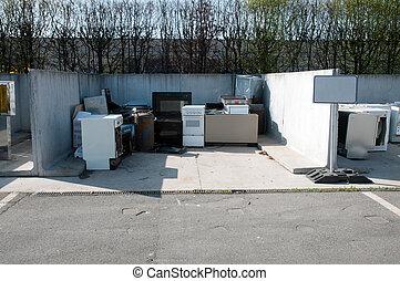 イタリア語, リサイクリングセンター, (raee)