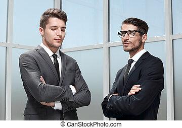 イメージ, の, 2, 若い, ビジネスマン