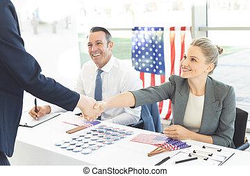 インタビュー, セッション, の間, 手, ビジネスマン, 女性実業家, 動揺
