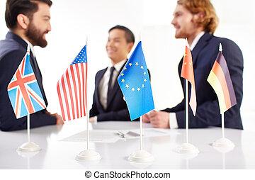 インターナショナル, 交渉