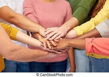 インターナショナル, 手, 群をなしなさい, 人々