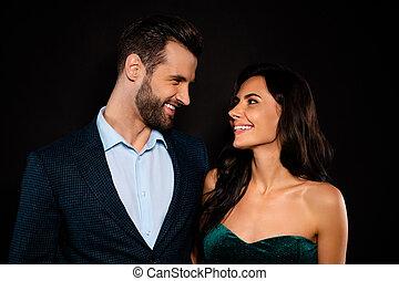 ウエア, 結婚されている, 彼女, ただ, ビロード, plaid, ∥夫人∥, 黒, 終わり, 彼, 配偶者, 夫, 写真, 見なさい, 贅沢, かわいい, 目, 服, 輝き, ジャケット, 背景, 緑, 上品, 隔離された, mr, 彼の, 彼, 衣装, 彼女, 妻, 女性, の上, 美しい