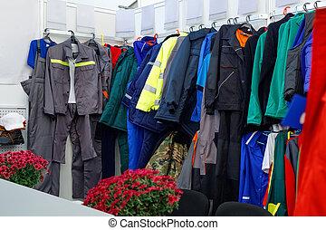 ウエア, mall., 光景, ジャケット, 店, 服, ラック, ファッション, 広く, 靴, 大きい, 小売り, スカート, ズボン, 中, 衣服, 棚, ハンガー