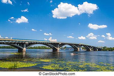 ウクライナ, 橋, dnieper, 地下鉄, 上に, kyiv, 光景