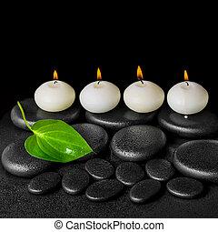 エステ, 概念, の, 白, 蝋燭, そして, 緑の葉, 上に, 黒, 禅, 石, 背景, ∥で∥, 露, クローズアップ