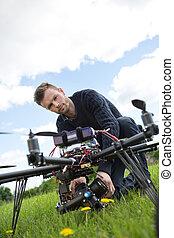 エンジニア, 固定, カメラ, 上に, uav, ヘリコプター