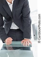 オフィス, セクション, 中央の, くいしばられた 握りこぶし, 机, ビジネスマン