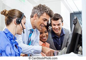 オフィス, タブレットの pc, マネージャー, チーム, 使うこと