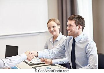オフィス, ビジネスの手, チーム, 微笑, 動揺