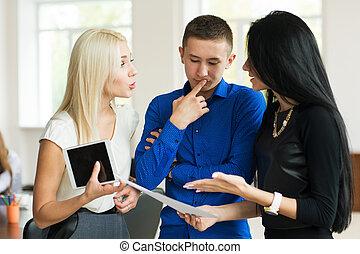 オフィス, ビジネス 人々, 成功した, 若い, 3, チーム, 論じる