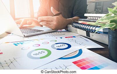 オフィス, 仕事, 木製である, 型, ラップトップ, light., フォーカス, 手, 机, ビジネスマン, 効果, 朝, 柔らかい