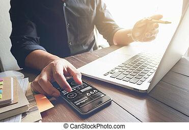 オフィス, 仕事, 木製である, 型, ラップトップ, light., 効果, 手, 机, ビジネスマン, 朝